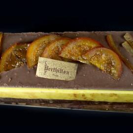 Bûche Mandarine Cacao Plaque de Chocolat et Fruits Confits
